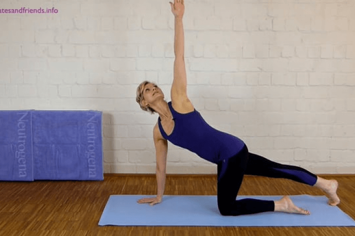 Faszien Pilates: Spiral stretching dog (2Min)  (2von10)